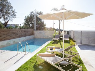 Villa Hera, mythical aura! Heated pool!, Rethymno
