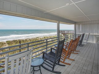 C Kissed Ocean-Front, Vacation Home On Oak Island
