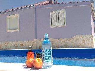 Entire villa ''Nancy'' with pool, Vinisce