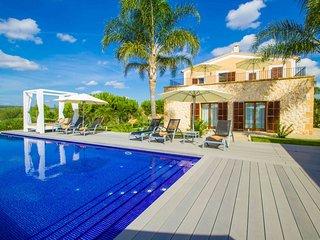Villa de Lujo Hort de Conies Manacor jardines con piscina