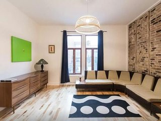Central, Creatively Designed & Modern 2BR, Montreal