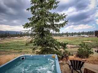 14 ppl!  SPACIOUS Bright    4 STARS  5 bed 4 ba private HOT TUB   HIKING!