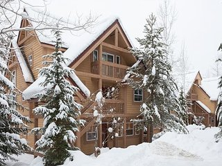 Alpine Greens 10 | Upgraded 3 Bedroom Townhouse, Mountain Views, Free Shuttle, Whistler