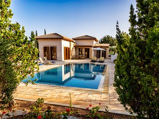 Daphne Villa / 4 Bedrooms / Sleeps 8, Kouklia
