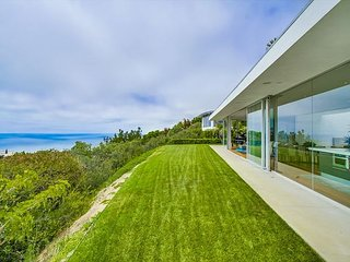 Spectacular Jonathan Segal contemporary home with stunning La Jolla views!