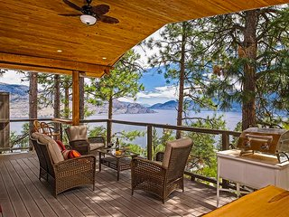 Peachland Eagles Nest B&B - Treehouse Suite