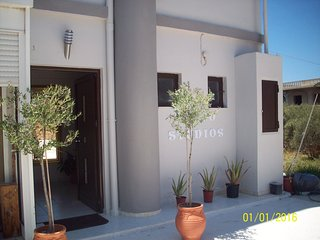 Place 2 studios, Agii Apostoli