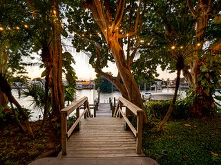 'The Osprey' Luxury waterfront * direct intracoastal * boat dockage available