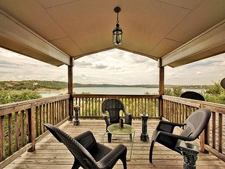 3br/2.5ba House on Lake Travis with Large Decks and Easy Walk to Water