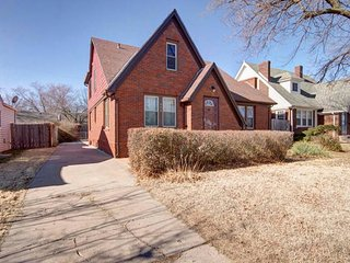 3 bd, 1 ba in College Hill-Sleeps 7, Wichita