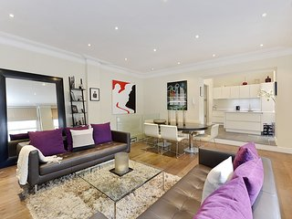 Luxurious and Modern 2 Bed Apartment in Kensington, London