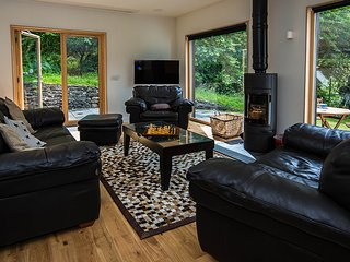 Sitting Room with Cinema, Integrated Surround Sound & Amp