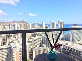 Indulge in Paradise: 41st Floor Studio Loft/Waikiki  (No Taxes or Resort Fees)