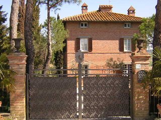 6 bedroom Villa in Gioiella, Cortona Area, Umbria, Italy : ref 2386609