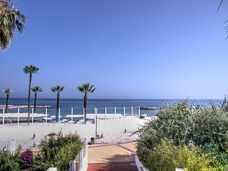Front line beach luxury 2 bedroom in Puerto Banus