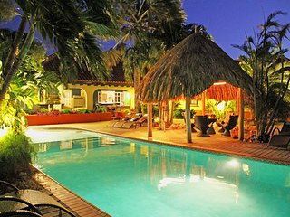 6BR Tropical Paradise, HUGE pool, Jacuzzi, beach area with bar.