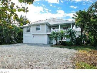 Starfish Lane: 4BR Luxury Home Across the Street from Sandy Sanibel Beaches!!, Sanibel Island