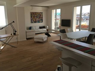 3 Bedroom Apartment overlooking  Eiffel Tower, Les Rues-des-Vignes