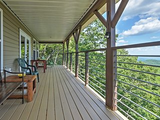 NEW! Pristine 3BR Clayton Cabin w/Mountain Views!