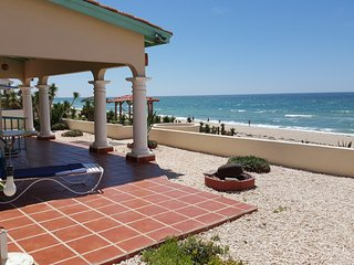 Casa de Carolina, beachfront WiFi, Directv, phone , Las Conchas community
