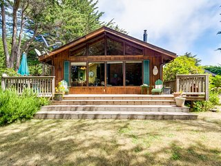 Ocean view cabin w/ deck and garden, a short walk to the beach and lighthouse!