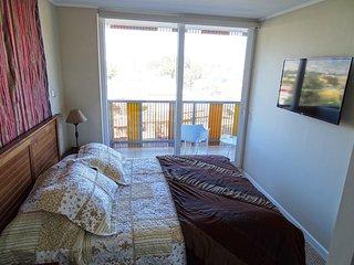 Habitación principal, ventanal termopanel, silencioso, cama Rosen, wifi, tv cable, Netflix, baño.