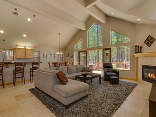 Lake Alice at Tahoe - Spacious Midtown Home, Open Floor Plan, Grill, Wifi, Spa, South Lake Tahoe