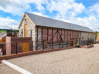 THE STABLES, luxury cottage, balcony off bedroom, private enclosed patio, Llanyb