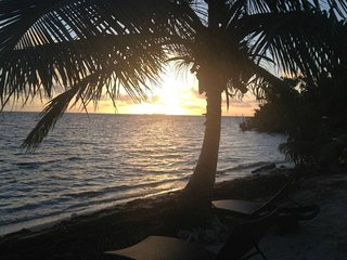 Private Belize Island Studio (Beach Level Family 23): Easy Boat Ride to Blue