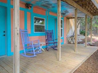 Artsy Treehouse at Canyon Lake ~ RA77733