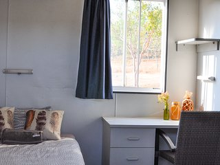 Oakey Downs Retreat #1 Ensuite room - single bed, Darwin