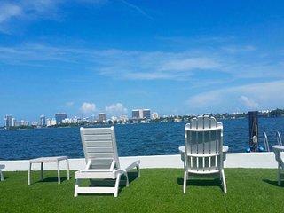 Gorgeous Waterfront Mansion in Miami, North Miami