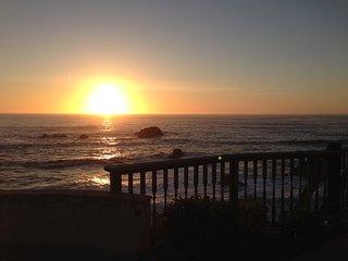 Cliffside Cottage. Best views on the Coast!, Bodega Bay