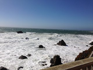 Cliffside Cottage. Best views on the Coast!, Bodega Bay