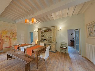 Cortona Concerto- In Cortona Centre, Lovely Artistic Apartment near Gardens, 1 Bedroom