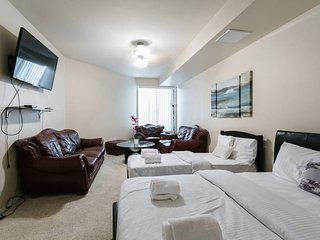 Burbank/Studio City Luxury Townhouse 2Bd Modern!! Sleeps up to 8!!!