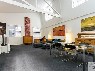 Spacious Melbourne CBD Loft in prime location