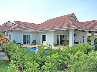3 bed / 2 bath pool villa in nice and quiet resort, Hua Hin