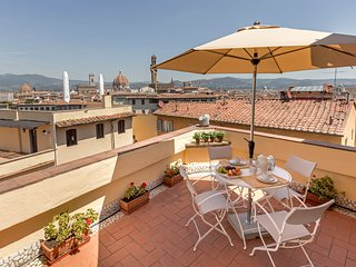 Charming penthouse, a stunning terrace on Florence