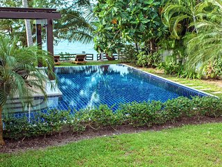 Stylish beachfront Villa, private pool, beautiful mature garden and beach access