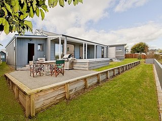 Sea Breeze - Whangamata Holiday Home