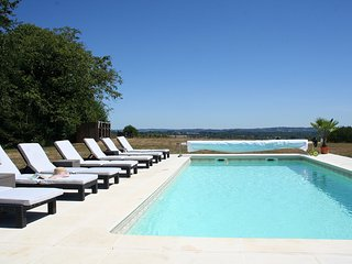 Beautiful Farmhouse with pool and views, Ladignac le Long