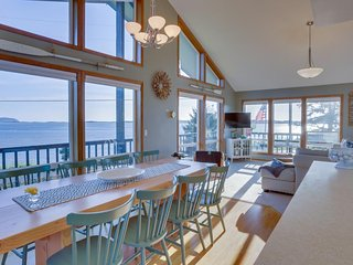 Dog-friendly bayfront home w/ stunning bay views, nearby beach access!, Netarts