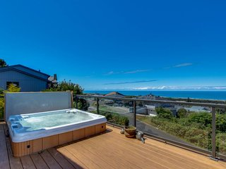 Stunning upscale home w/ private hot tub, ocean views & entertainment, Pacific City