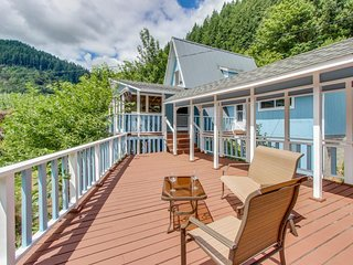 Two spacious riverfront homes w/dock, firepit, large deck, great views - dogs ok, Scottsburg
