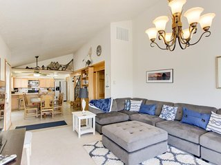 Enjoy ocean views, a wrap-around deck, and a private pool table!, Cannon Beach