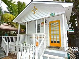 Havana Daydream - Cute and Cozy 'Old Town' Conch House. Private Hot Tub!