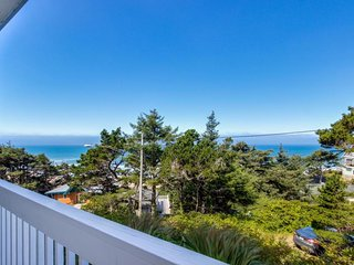 Easy access, dog-friendly studio with ocean views - short walk to the beach!