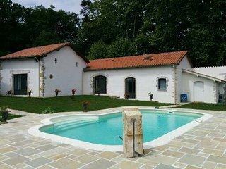 Maison a Bayonne avec piscine dans parc arbore
