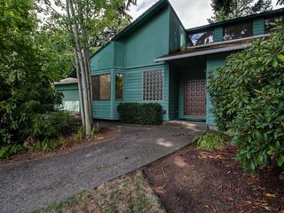 Lovely contemporary home with scenic backyard & patio - convenient location!